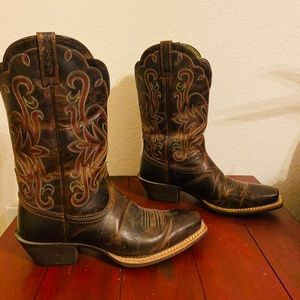 Ladies Ariat Brown Leather Cowgirl Boots Size: 7 B